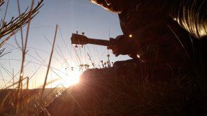 ukulélé face au coucher de soleil